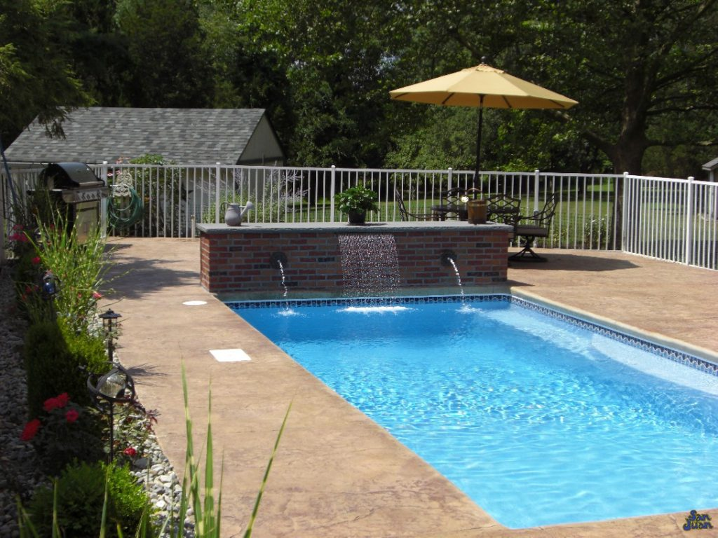 Wylela Fiberglass Pool with raised brick wall for water features