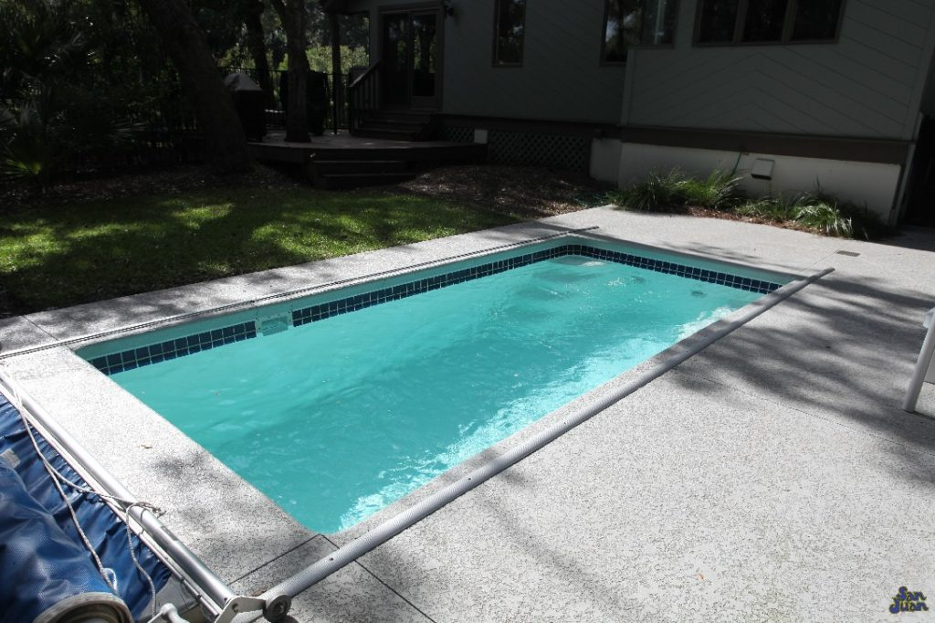 Here we showcase the Cyberlane fiberglass pool with an Automatic Pool Cover System. Automated Pool Covers are great ways to keep the leaves out of your swimming pool during periods of non-use. They are also great accessories to rectangular swimming pools due to their simplistic installation process.