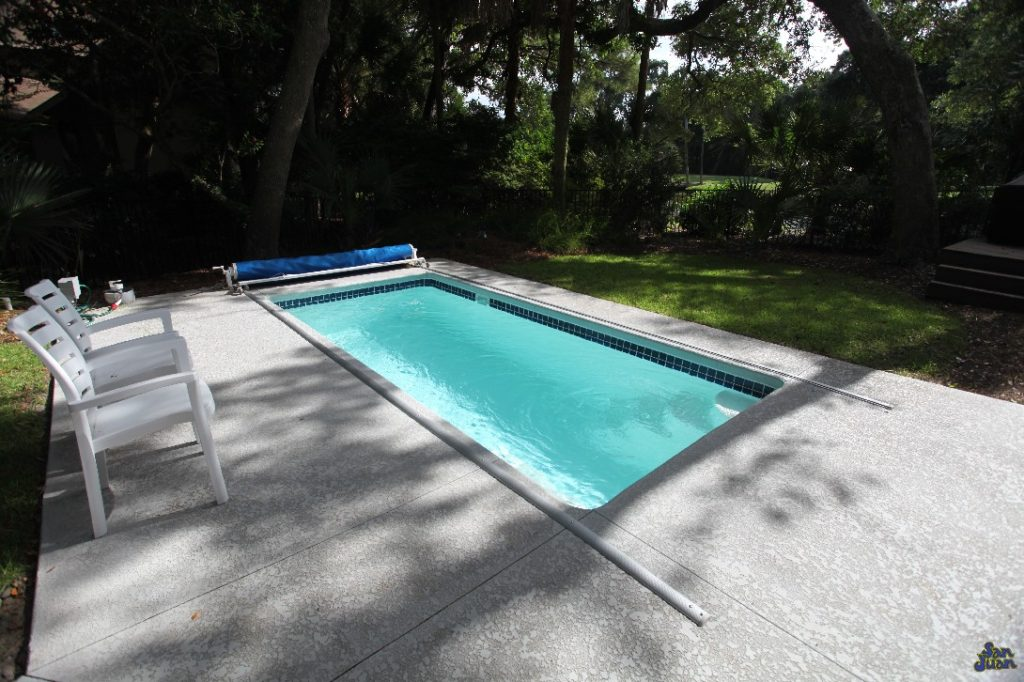The Cyberlane is a unique fiberglass swimming pool that sports a petite rectangular design. Secondly, you can purchase it with an attached spa or without. It's both fun and versatile!