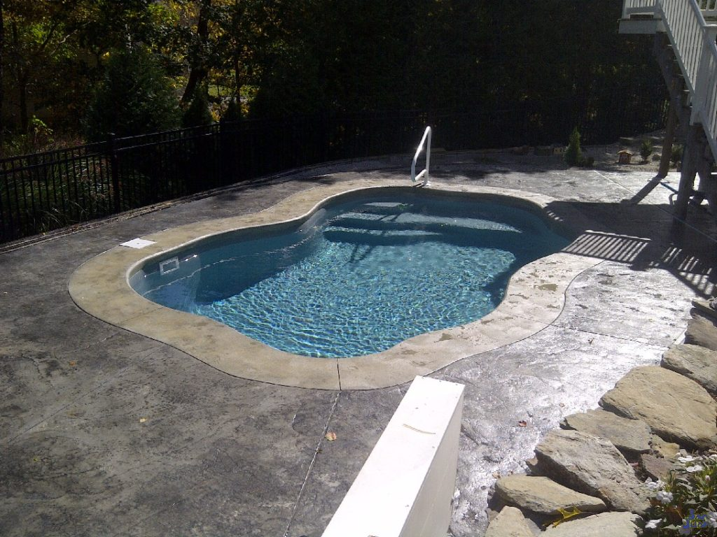 The Arialla is a petite free form fiberglass swimming pool. In fact, it is so small that it can be considered a hybrid model. By including a heater, you can utilize this model as a spa during the cold winter months. With only 4,000 gallons, you can keep this pool heated to extend your swim season from Early Spring to Late Fall.