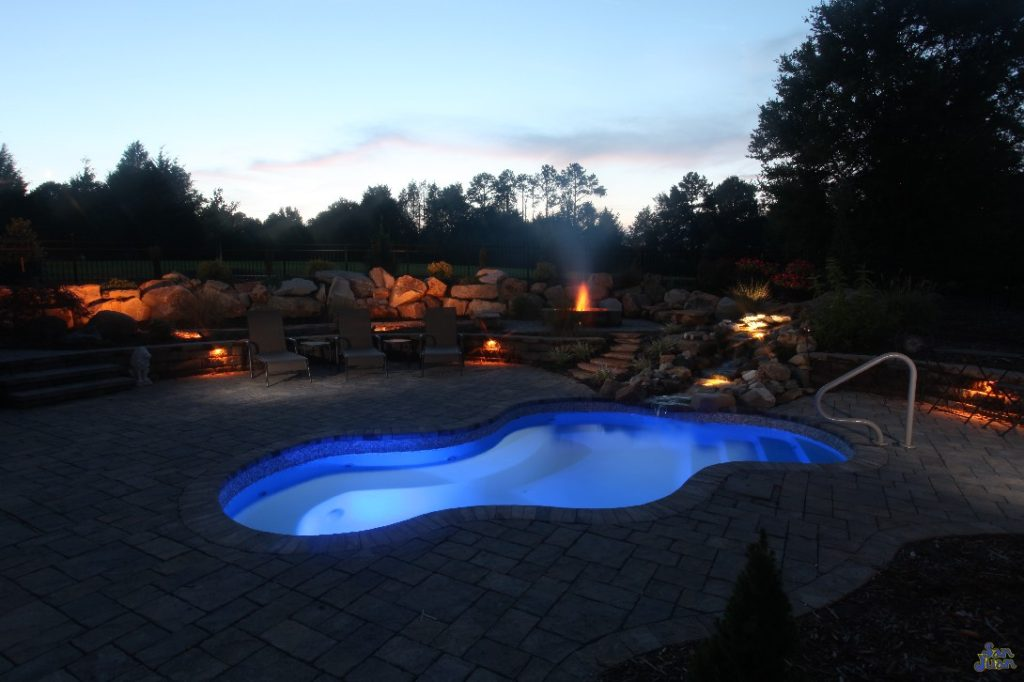 The Vancouver Spa is a stunning display of the elegance you can create for your own backyard! This gorgeous free form fiberglass spa is perfect for entertaining. Designed with a long sitting bench that wraps around the entire shell, this free form spa can hold multiple swimmers very comfortably!