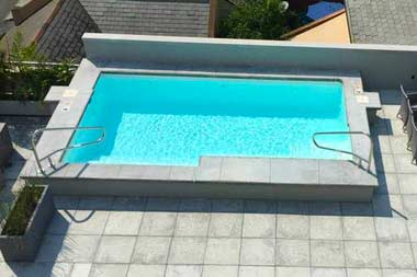 "The Scottsdale is a modern, rectangular shaped fiberglass swimming pool. It's flat bottom design provides a safe swim space for intermediate swimmers due to its 3' 10"" depth!"